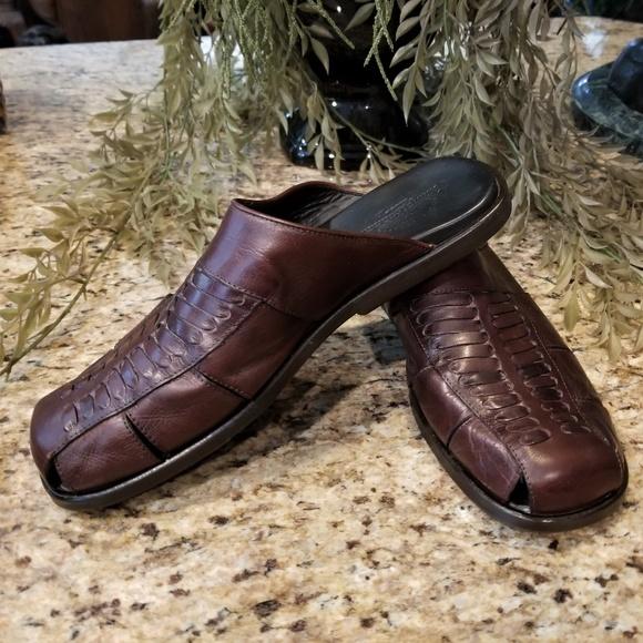 b24f3d2f3ce0 Tommy Bahama San Angelo Brown Leather Slide Sandal.  M 5c9af61d409c15e7611367a4